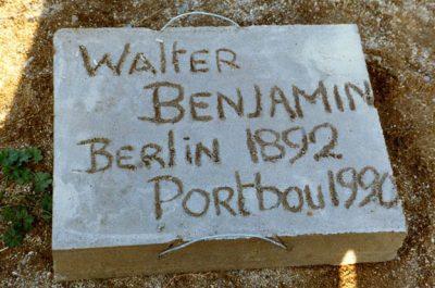 Construcció de la placa d'homenatge a Walter Benjamin al cementiri 01