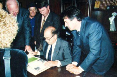 El President de la Generalitat de Catalunya, Jordi Pujol a Portbou el 1994 amb la presència de Dani Karavan
