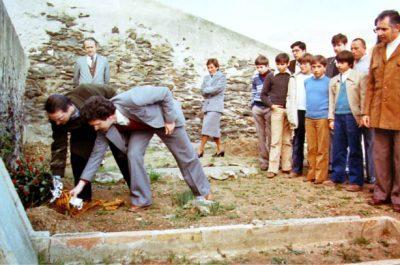 Primer acte a la tomba de Benjamin el 1979 amb l'alcalde de Portbou J. M. Morés
