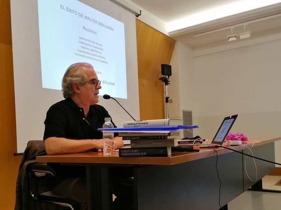 Intervenció de Manolo Laguillo, catedràtic de fotografia de la UB, Barcelona, sessió especial dedicada a la fotografia per a Fotolimo.